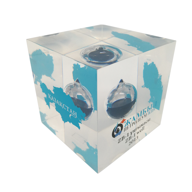 Cube Outside Painting Logo Epoxy Oil Paperweight