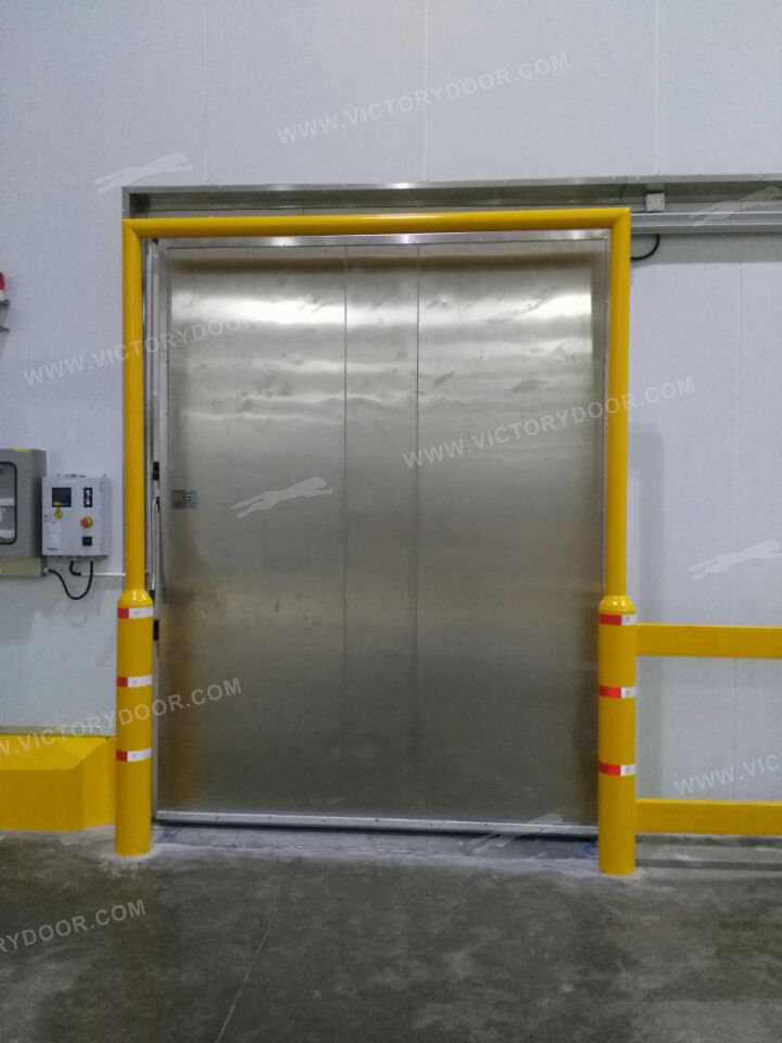 Special heating plate for cold storage door