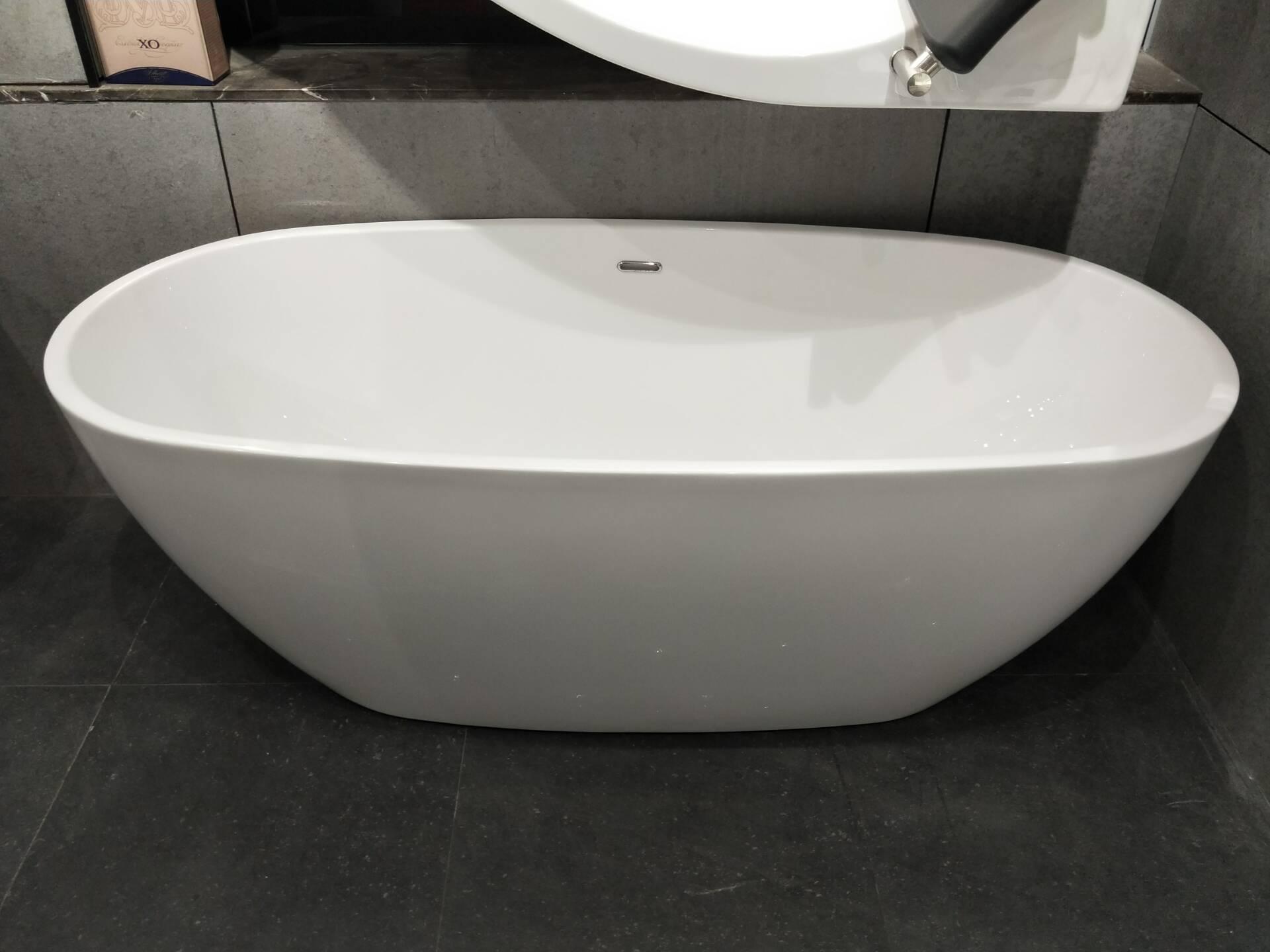 Free-standing-bathtub-Q360S-A