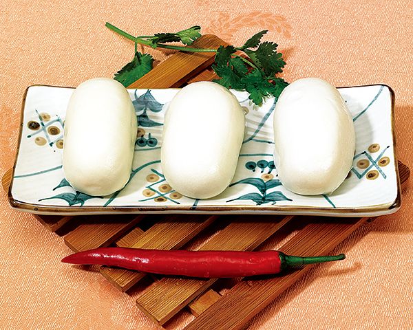 豆沙包 Steamed bun stuffed with bean paste