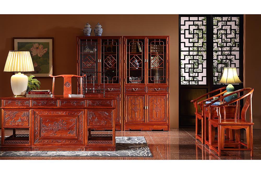 山水办公台和门隔花书柜和明式圈椅