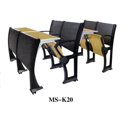 报废课桌椅堆积!课桌椅环保快做起来!