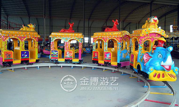 有轨道大象小火车