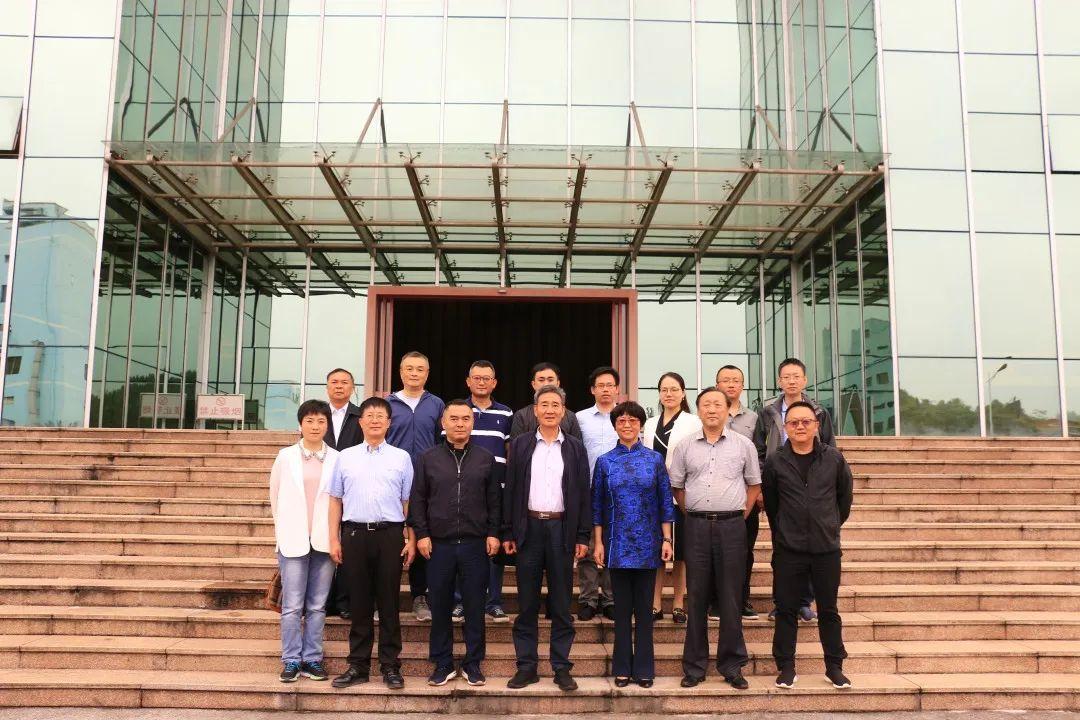 中國民族醫藥協會常務副會長兼秘書長、國家民委原專職委員李文亮到貴州百靈調研