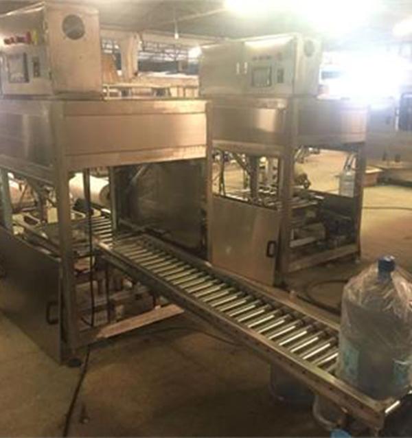 灌裝輔助設備-桶裝水自動套袋機(桶裝水自動膜包機)