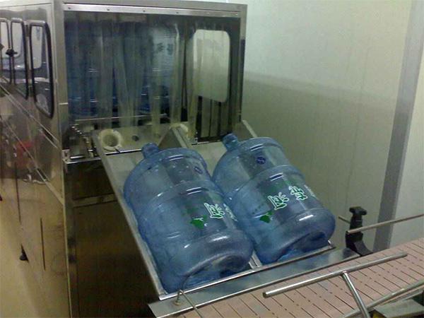 桶装水灌装机-上瓶机
