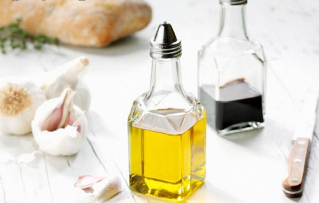 食用油分为三类:动物油,植物油,微生物油脂