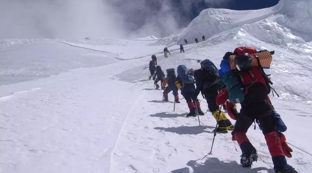 我们是健康生活的攀登者