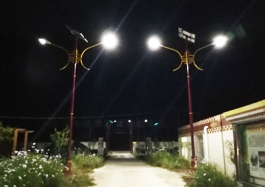 新龙县太阳能路灯项目