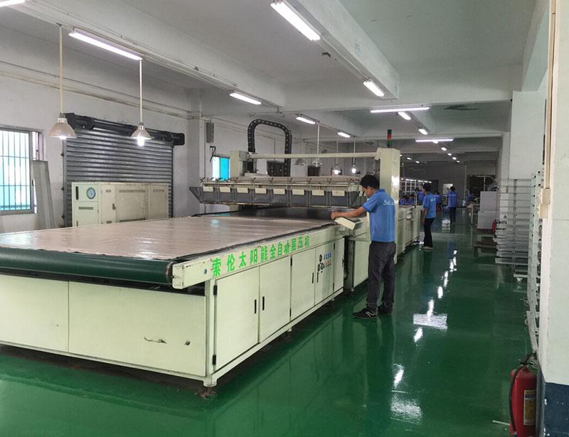 車間生產-太陽能板全自動層壓機