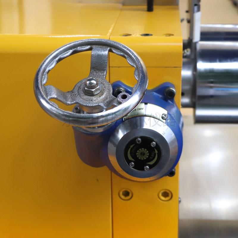 UTR-6175-AL 双调速开炼机(电热水冷/仪表型)