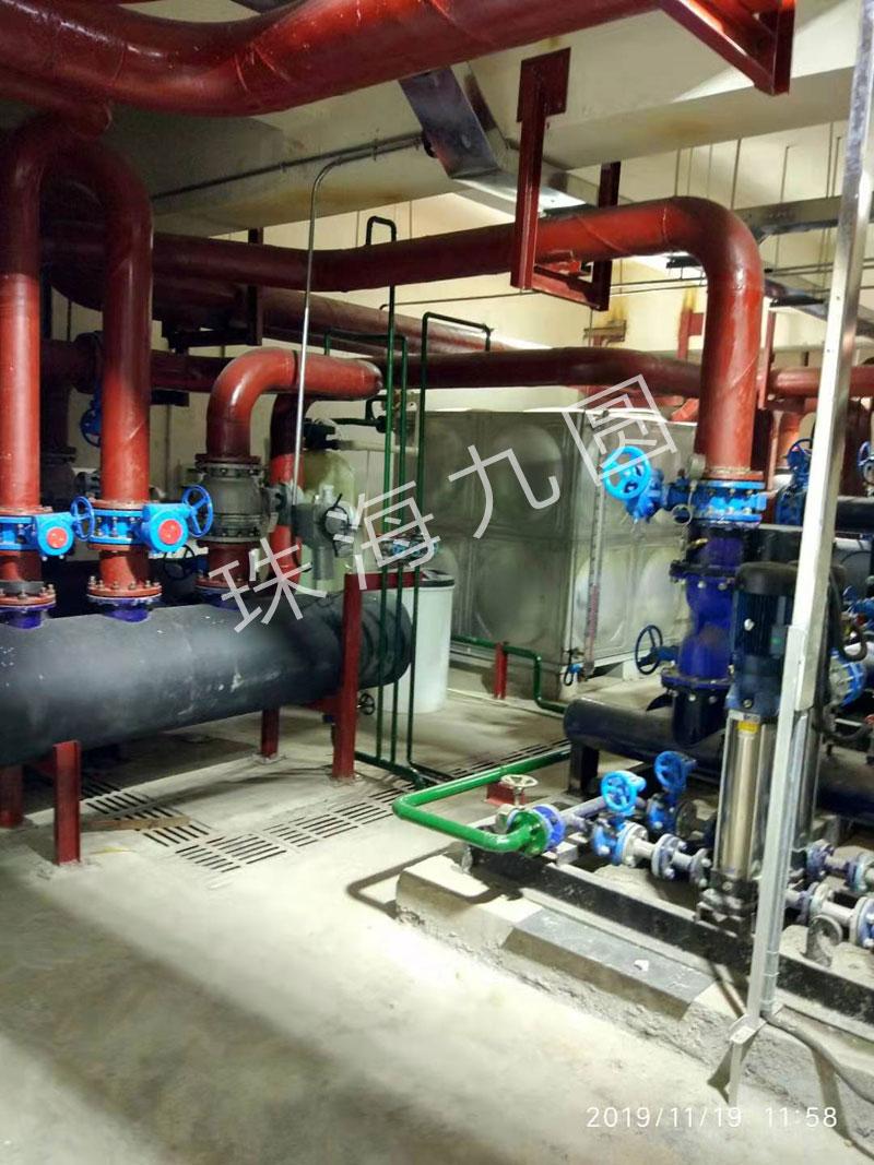 采暖、生活热水和空调三联供换热机组