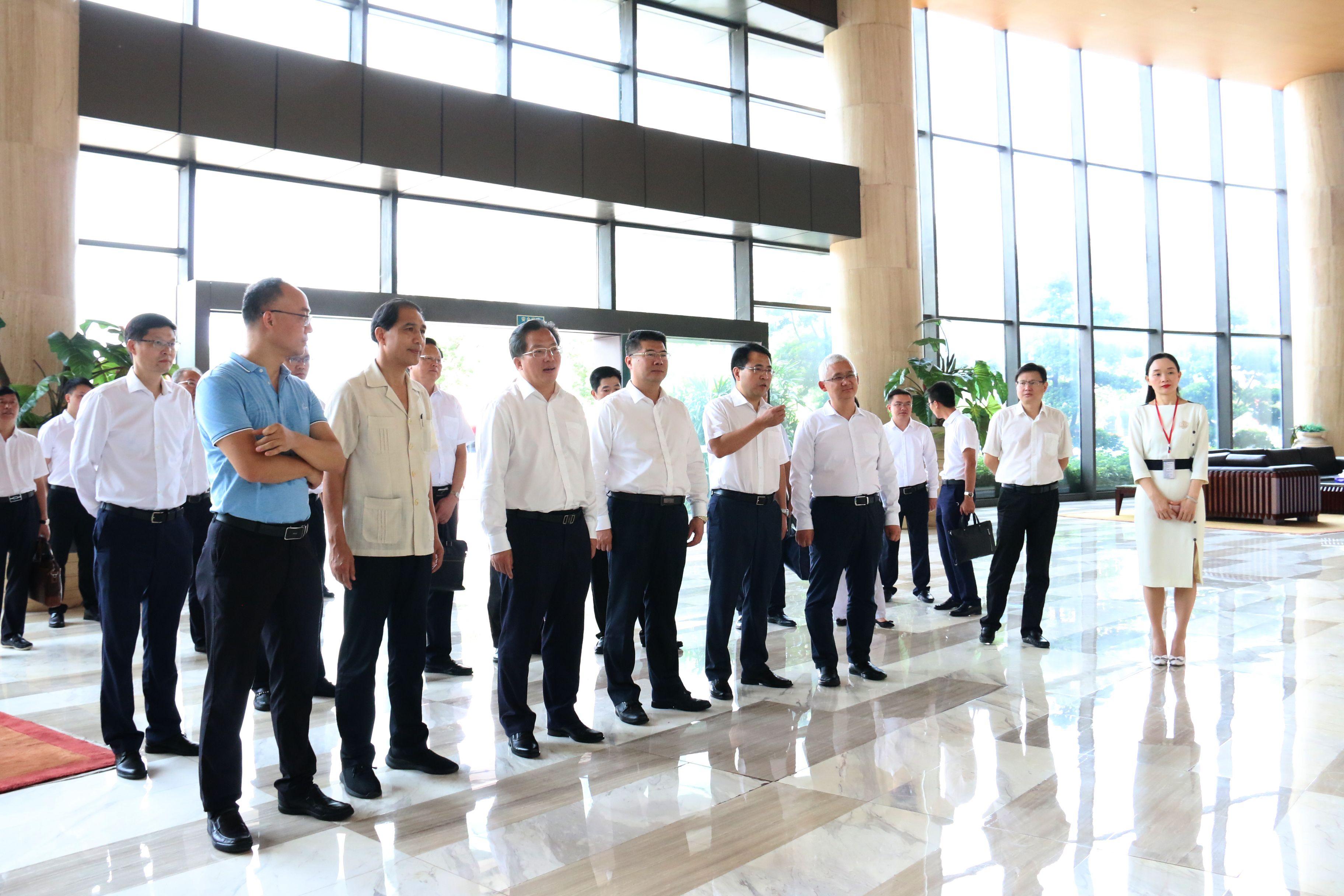 中山自贡两市调研团到访华艺,共同推进彩灯灯饰产业深度融合发展