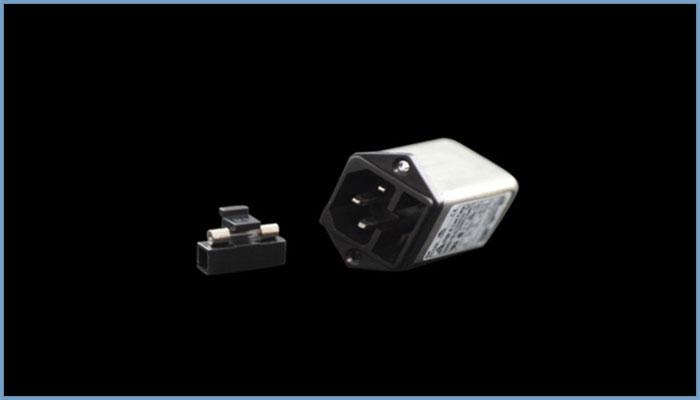 三芯电源插座