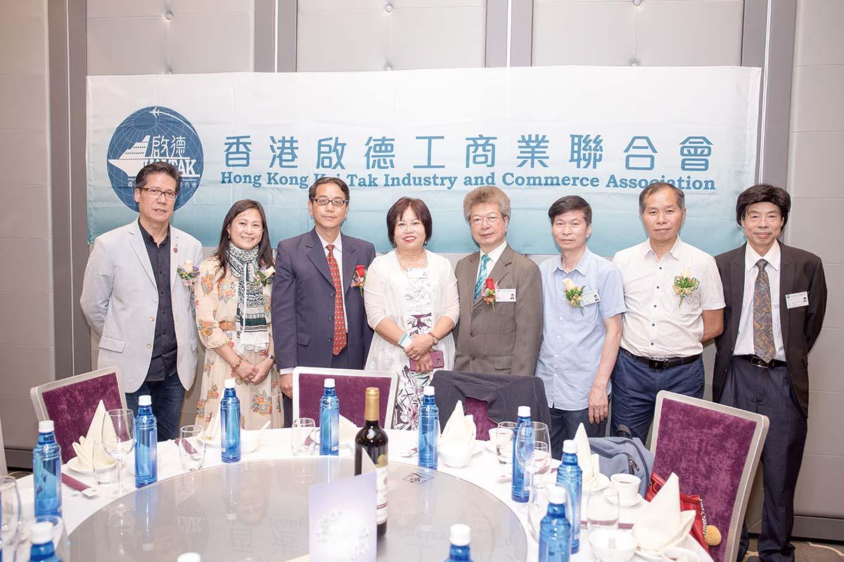 3蘇國榮先生出席香港啟德工商業聯合會會議前與會友合照.jpg