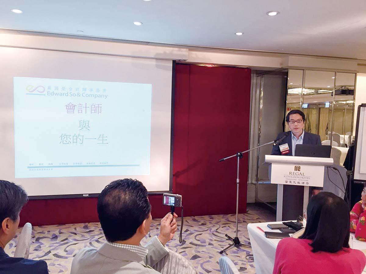 1蘇國榮先生在BNI 商會演說,介紹業務.jpg