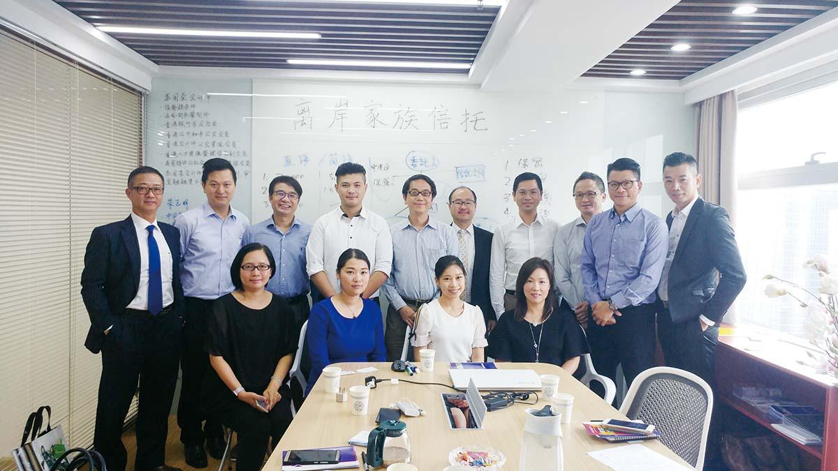 6蘇國榮先生在深圳辦公室舉辦業務講座並與來賓合照.jpg