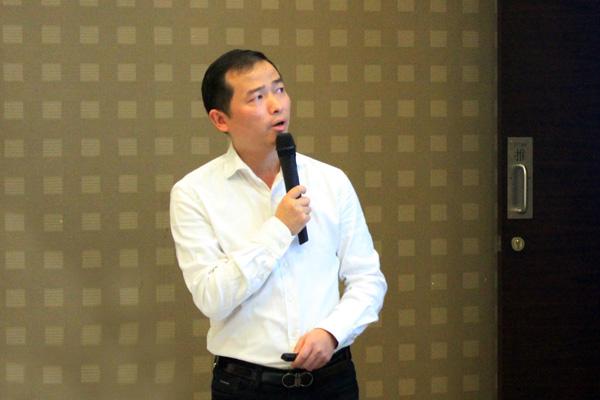 金牌亚洲磁砖品牌总经理张翔发表讲话.JPG