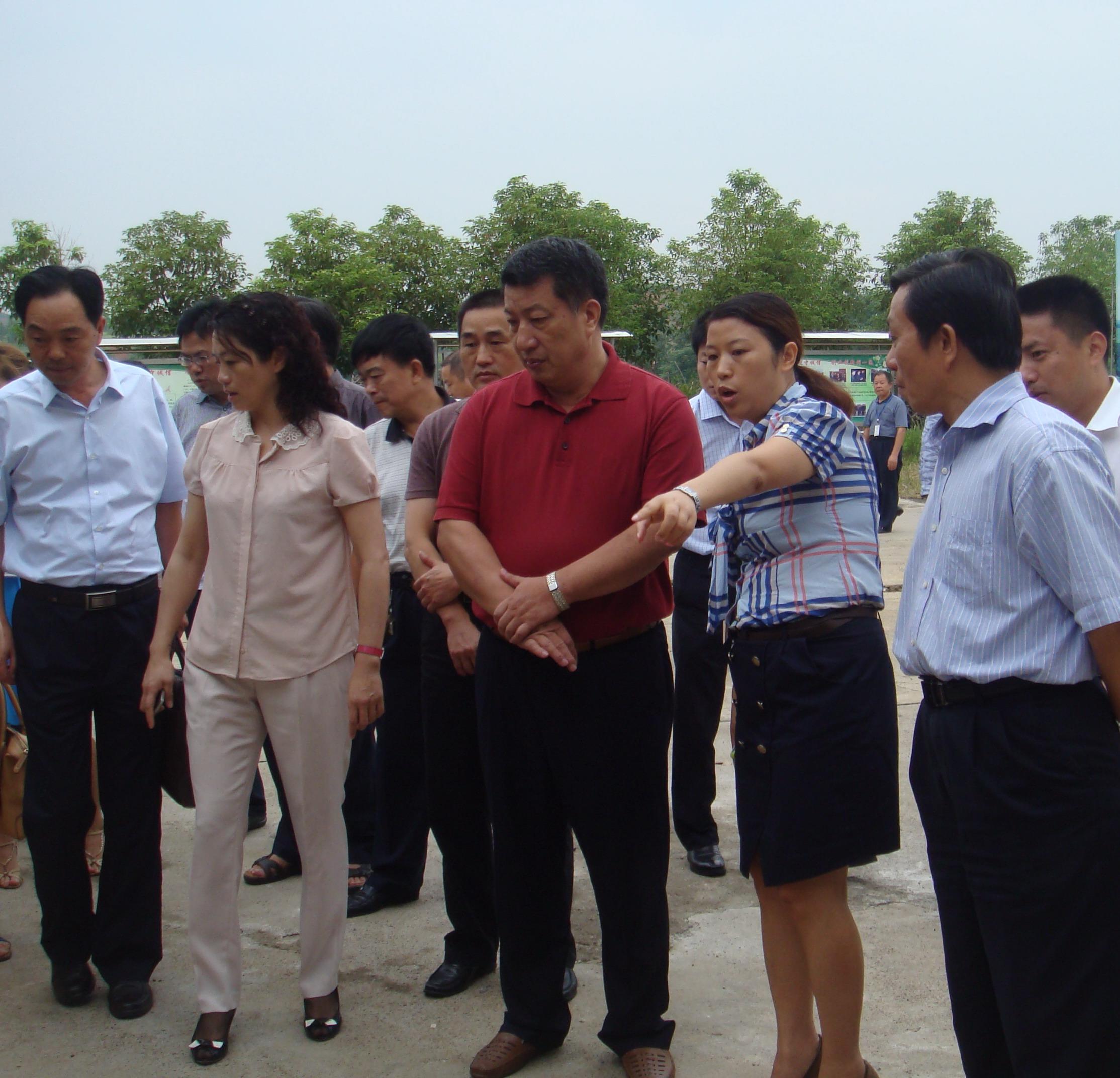 2012.8.22 省委副秘书长彭宪法视察工作.JPG