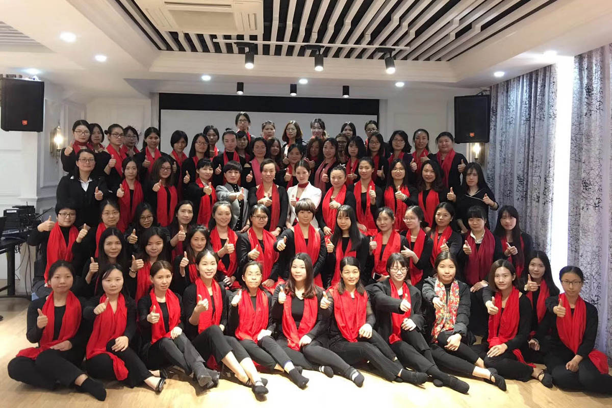 In 2018, the company organized female colleagues to carry out strength visual business etiquette training courses